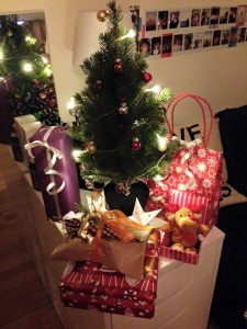 Mini Christmas tree with lots of gifts!